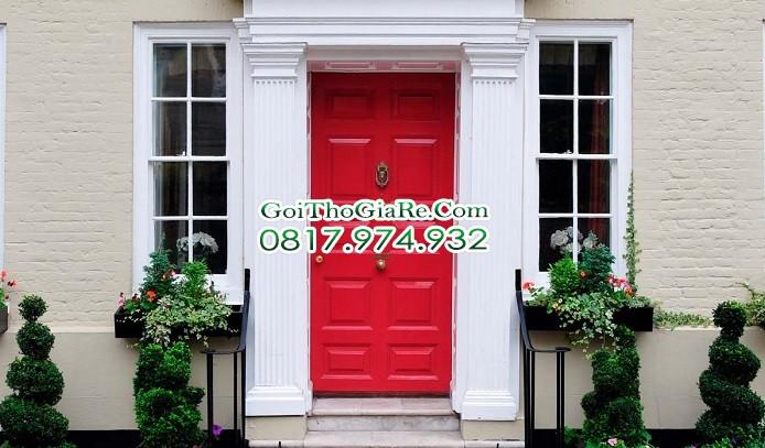 chọn màu sơn cửa trước ấn tượng với màu đỏ thực sự