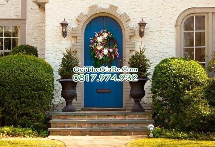 chọn màu sơn cửa trước với Màu xanh đậm màu Hải Quân